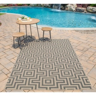 Indoor/ Outdoor Grey Retro Rug (1'8 x 3'7)