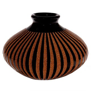 Handmade Etched Stripes Platillo-style Decorative Vase (Nicaragua)