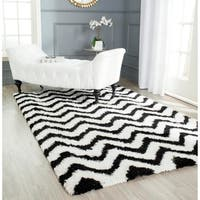 Safavieh Handmade Barcelona Shag White/ Black Chevron Polyester Rug - 5' x 8'