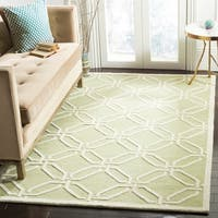 Safavieh Handmade Moroccan Cambridge Lime/ Ivory Wool Rug - 5' x 8'