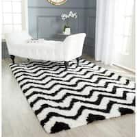 Safavieh Handmade Barcelona Shag White/ Black Chevron Polyester Rug - 6' x 9'