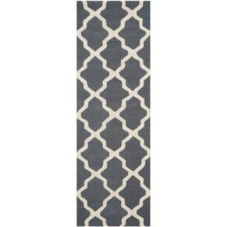 Safavieh Handmade Moroccan Cambridge Dark Grey/ Ivory Wool Rug (2'6 x 8')