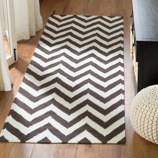 Safavieh Hand-woven Chevron Reversible Dhurries Brown/ Ivory Wool Rug - 2'6 x 12'