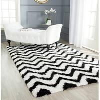 Safavieh Handmade Barcelona Shag White/ Black Chevron Polyester Rug - 4' x 6'