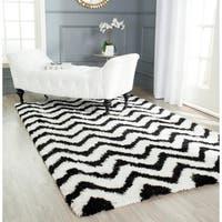 Safavieh Handmade Barcelona Shag White/ Black Chevron Polyester Rug - 9' x 12'