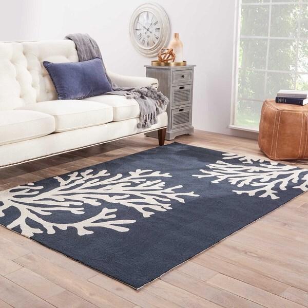 """Neptune Indoor/ Outdoor Floral Navy/ Cream Area Rug (5' X 7'6"""")"""