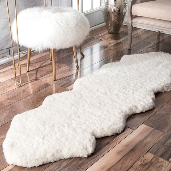 Nuloom Handmade Double Pelt White Faux Sheepskin Shag Rug