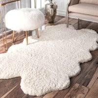 """nuLOOM Handmade Faux Sheepskin Quarto Pelt White shag Rug (3' x 6'6) - 3'6"""" x 6'"""