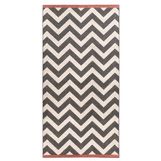 Meticulously Woven Ariana Chevron Indoor/Outdoor Area Rug (2'3 x 4'6)