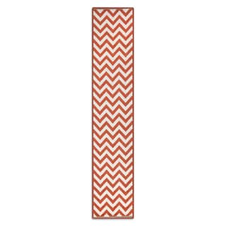 Meticulously Woven Ariana Chevron Indoor/Outdoor Area Rug (2'3 x 11'9)
