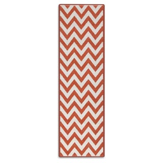 Meticulously Woven Ariana Chevron Indoor/Outdoor Area Rug (2'3 x 7'9)