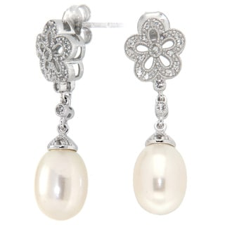 Pearlz Ocean White Freshwater Pearl and White Topaz Earrings (8 mm)