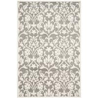Safavieh Indoor/ Outdoor Amherst Dark Grey/ Beige Rug - 4' x 6'