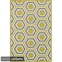 Indoor/ Outdoor Geometric Honeycomb Patio Rug - 9'2 x 12'1