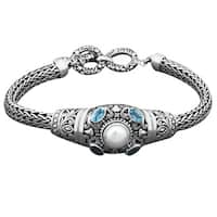 Handmade Sterling Silver Mabe Pearl and Blue Topaz 'Cawi' Toggle Bracelet (Indonesia)