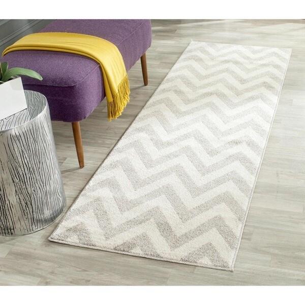 Safavieh Indoor/ Outdoor Amherst Light Grey/ Beige Rug (2'3 x 7') - 2'3 x 7'