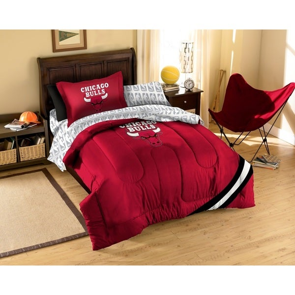 The Northwest Company NBA Chicago Bulls 7-piece Bed in a Bag Set