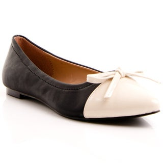 Gomax Women's 'Deborah' Black and Ivory Patent-toe Flats