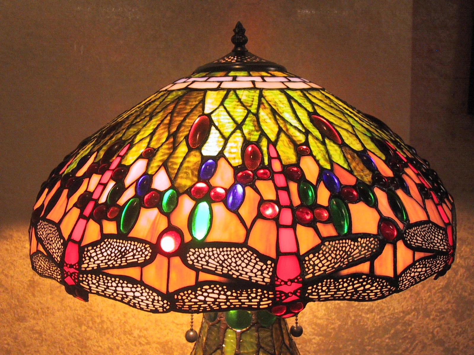 Tiffany-style Lighted Base Pink Dragonfly Lamp