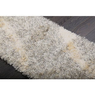 Bliss Ivory and Black Abstract Shag Rug (2.3' x 6.7')