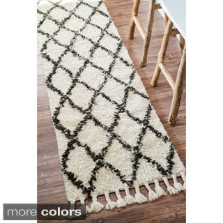 nuLOOM Hand-knotted Moroccan Trellis Natural Shag Wool Runner (2'8 x 8')