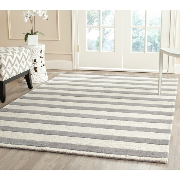 Safavieh Handmade Moroccan Cambridge Grey/ Ivory Wool Rug - 5' x 8'