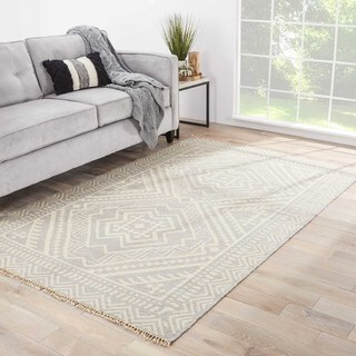 Sera Handmade Geometric Gray/ Off-White Area Rug (5' X 8')
