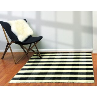 Royal Black and White Rug (5' x 8')