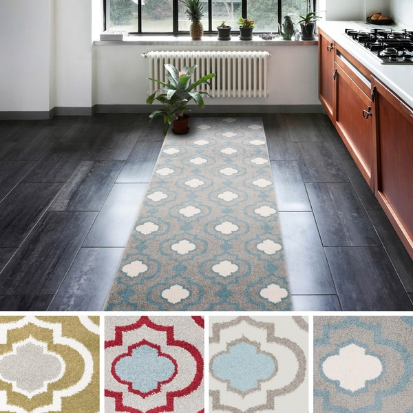 16 Great Ways To Dress Up A Drab Hallway: Luna Linked-Trellis Runner Rug (2'3 X 7'3)