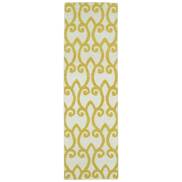 "Hollywood Yellow Scroll Flatweave Rug (2'6 x 8') - 2'6"" x 8'"