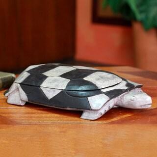 Handcrafted Sese Wood 'Tortoise Wisdom' Decorative Box (Large) (Ghana)