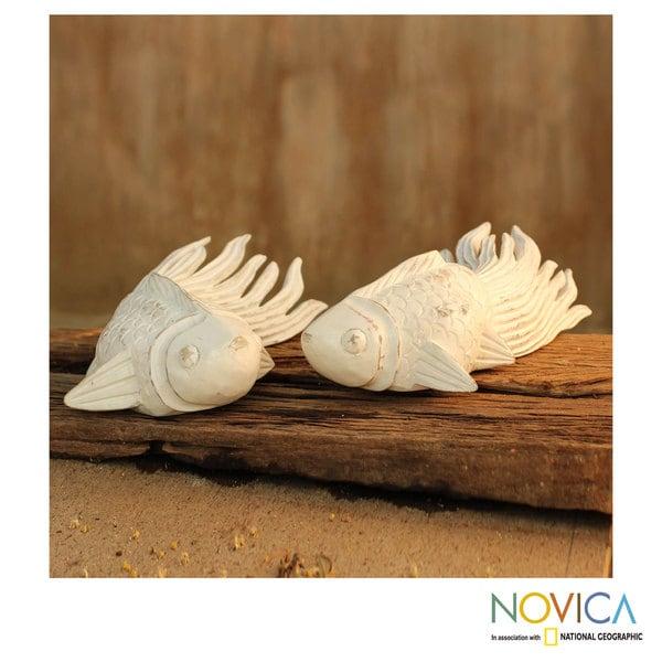 Handmade Set of 2 Rain Tree Wood 'Cheerful Goldfish' Sculptures (Thailand)
