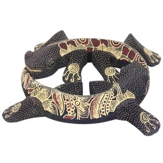 Handmade Pule Wood 'Gecko Moon of Renewal' Batik Wall Adornment (Indonesia)
