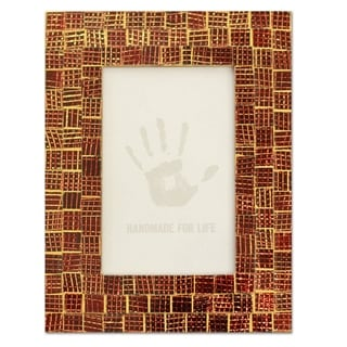Handcrafted Glass Mosaic 'Golden Wine' Photo Frame (4x6) (India)