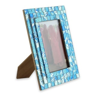 Handmade Glass Mosaic 'Silver Beach' Photo Frame (4x6) (India)