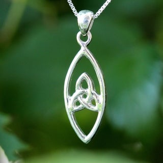 Handmade Sterling Silver Celtic Design Necklace (Thailand)