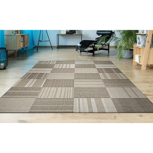 "Hampton Pastiche Beige-Cream Indoor/Outdoor Area Rug - 3'11"" x 5'7"""