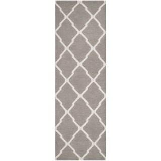 Safavieh Handmade Flatweave Dhurries Dark Grey/ Ivory Wool Rug (2'6 x 10')