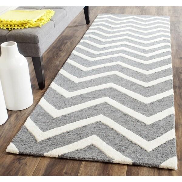 Safavieh Handmade Cambridge Dark Grey/ Ivory Wool Rug (2'6 x 10')