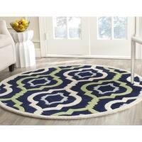 Safavieh Handmade Chatham Dark Blue/ Multi Wool Rug - 7' Round