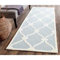 Safavieh Handmade Cambridge Blue/ Ivory Wool Rug - 2'6 x 10'