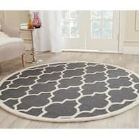 Safavieh Handmade Cambridge Dark Grey/ Ivory Wool Rug - 10' Round