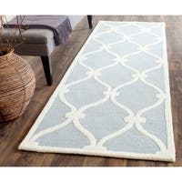 Safavieh Handmade Cambridge Blue/ Ivory Wool Rug - 2'6 x 6'