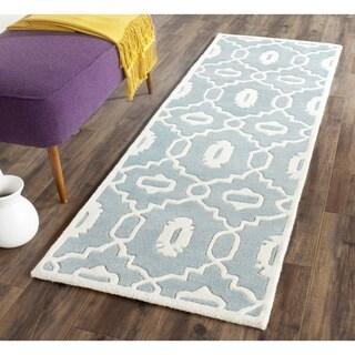 Safavieh Handmade Chatham Blue/ Ivory Wool Rug (2'3 x 5')