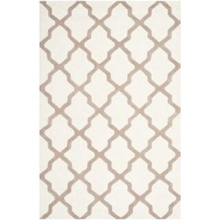 Safavieh Handmade Cambridge Ivory/ Beige Wool Rug (7'6 x 9'6)
