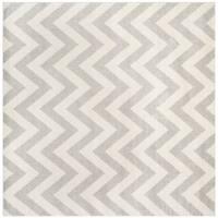 Safavieh Indoor/ Outdoor Amherst Light Grey/ Beige Rug - 5' Square