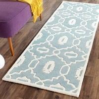 Safavieh Handmade Chatham Blue/ Ivory Wool Rug - 2'3 x 9'