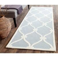 Safavieh Handmade Cambridge Blue/ Ivory Wool Rug - 2'6 x 12'