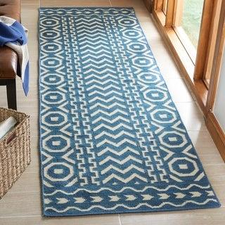 Safavieh Handmade Flatweave Dhurries Dark Blue/ Ivory Wool Rug (2'6 x 12')