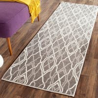 Safavieh Indoor/ Outdoor Amherst Grey/ Light Grey Rug - 2'3 x 11'